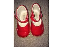 Red patent girls shoes size 20 (4)