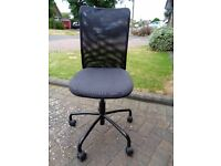 Height adjustable office swivel chair
