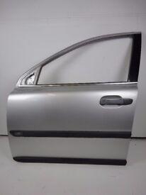 VOLVO XC90 02-06 Front Left Passenger N/S Door In Silver 426-26 Ref 88037