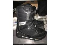 Thirty two - size 3/4 snow boots