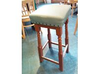 8 high quality cushion stools with stitched finish, 75 cm high. Dimensions: 31x31x75 cm.