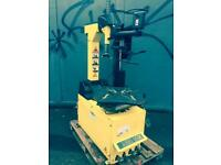 Dunlop tyre changer machine with help arm