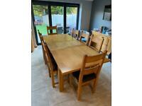 Oak extending table 1.8-2.3m