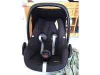 Maxi Cosi Pebble car seat with pink cover