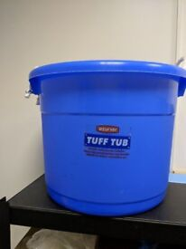 69lt Curver Tuff Tub with rope handles