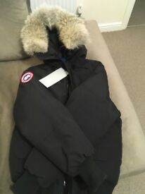 Canada goose coat size small brand new 10000000% real.
