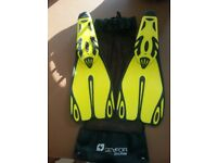 Seafor Flippers Adults Size 7/8 complete with net bag