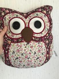 Owl cushion in excellent condition
