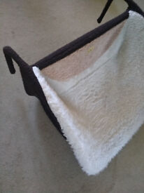 Large Cleo Deluxe Radiator Cat Bed with Washable Zip On Cover - NEW