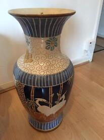2 large Chinese vases