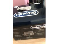 DELONGHI CTZ4003GY Scultura Delonghi Toaster (Collection and Cash Only)
