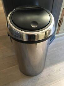 Brabantia 60l touch top bin