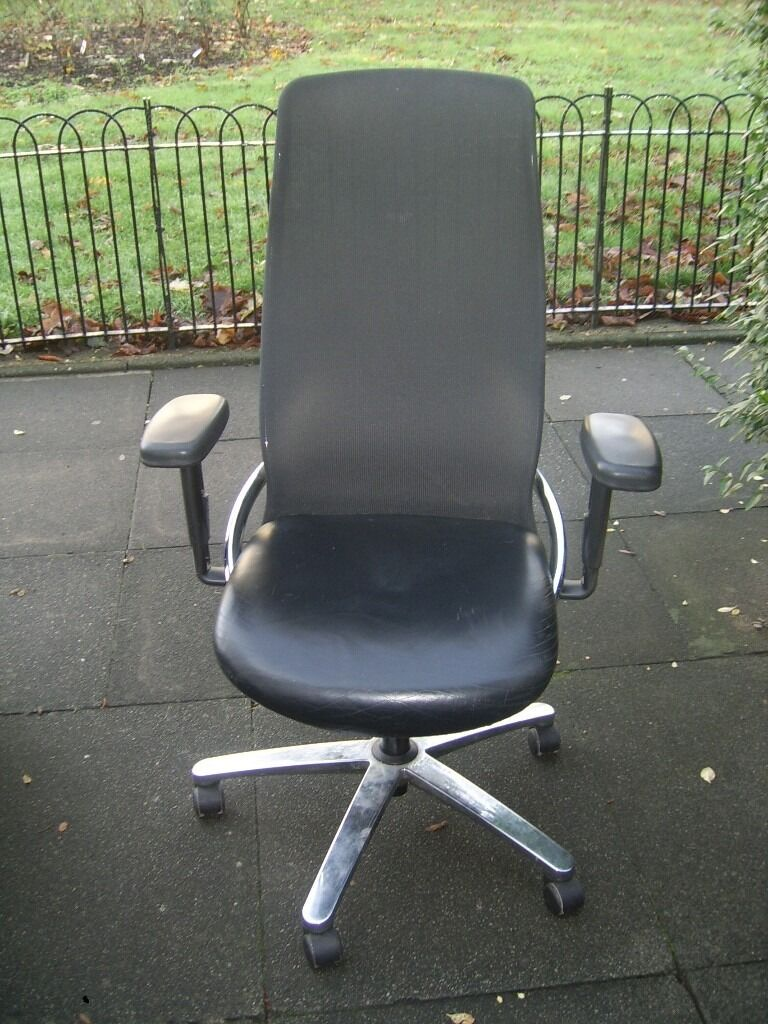 BLACK LEATHER & MESH HIGH BACK GAS LIFT SWIVEL OFFICE CHAIR VERY GOOD CONDITION