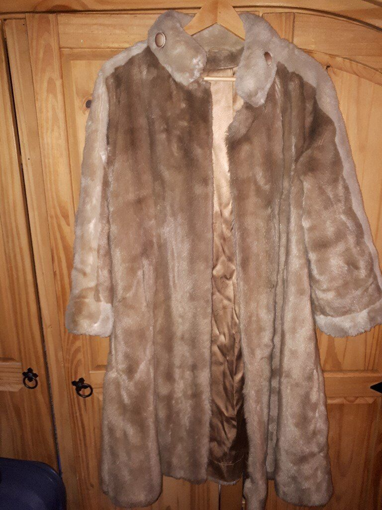 WWF Collection Astraka Faux Fur Coat (size 14)