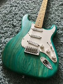 Luthier build Fender Stratocaster. USA Swamp Ash, Seymour Duncan Pickup and more.
