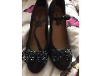 New black shoes size 5
