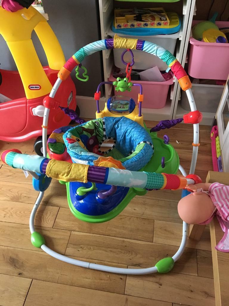 Jumperoo baby bouncer