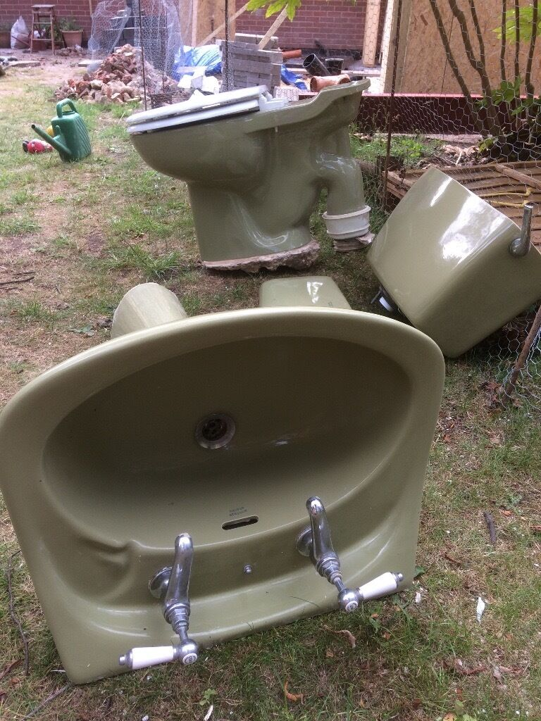 Avocado 1970\'s armitage shanks sink and toilet also fibreglass bath ...