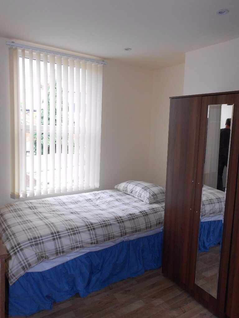 NEW Style Studio Flat £1155pcm as TWIN/ £1255pcm as TRIPLE! 5 min to Cricklewood!