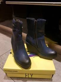Conn 791 Fly London Boots