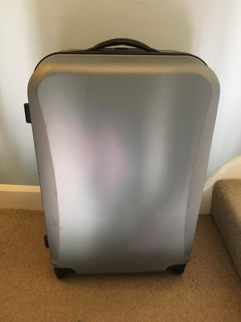 Lightweight 4 wheel hard shell silver grey large suitcase | in ...