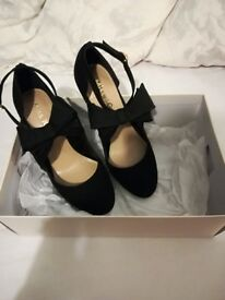 Kurt Geiger heels size 5