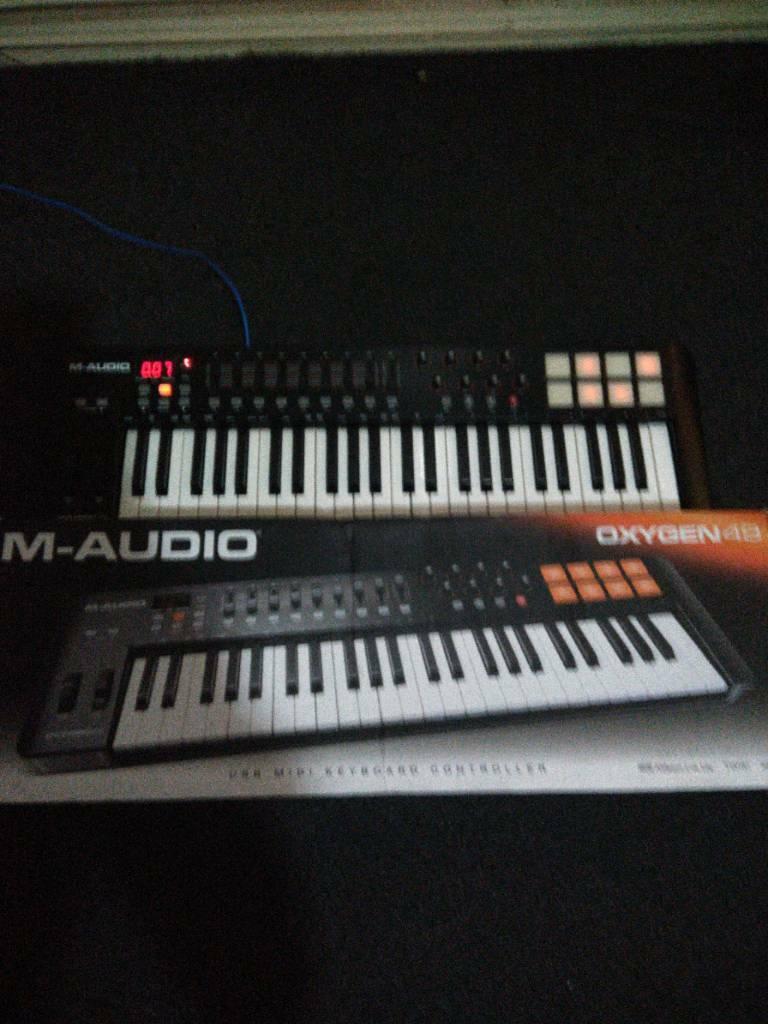 46de4f0bc M audio oxygen 49 midi keyboard boxed