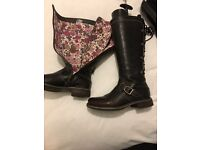 Moshulu boots size 4 but will fit 5