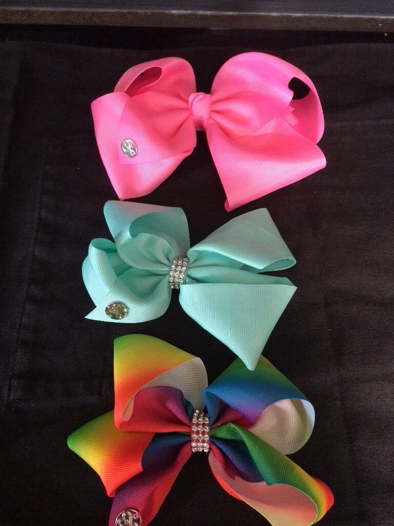 JoJo Bowsin West Bridgford, NottinghamshireGumtree - 3x JoJo Siwa authentic hair bows. Bought from Claires and hardly worn. 1x large pink (tiny mark) 1x pale green 1x rainbow £10 for all 3. No offers please. Collect Lady Bay. Thanks