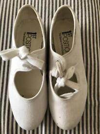 Tap shoes, white. Size 13