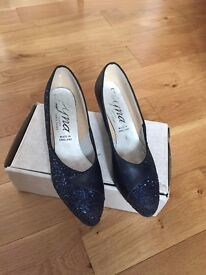 Ladies Dance shoes size 6