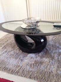 HIGH GLOSS TV STAND AND 2 TABLES