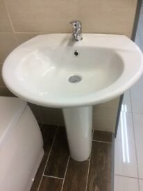 BRAND NEW WASH HAND BASIN INCLUDING ITS PEDESTRAL STAND.