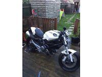 09 Ducati monster 696