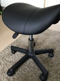 Saddle seat stool