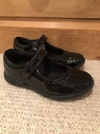 Clarks size 10.5 G girls patent school shoes