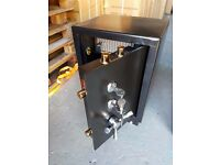 LARGE 74kg STEEL AND CONCRETE HEAVY DUTY SAFE