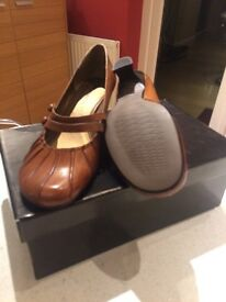 Ladies size 5 (38) leather brown Tamaris shoe