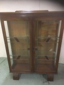 ART DECO OAK DISPLAY CABINET WITH STAINED GLASS FRONT AND GLASS SHELVES