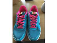 Nike running trainers-size 4