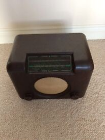 Vintage BUSH bakelite radio DAC 90a in good working order
