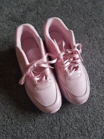NIKE AIRMAX TRAINERS SIZE 5.5 PINK / WHITE
