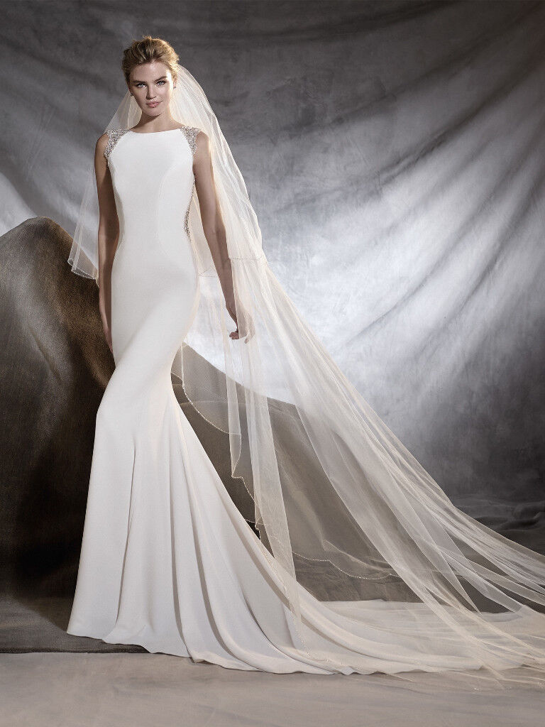 Stunning Pronovias Orsola Wedding Dress (2016-7 collection). Size 10 ...