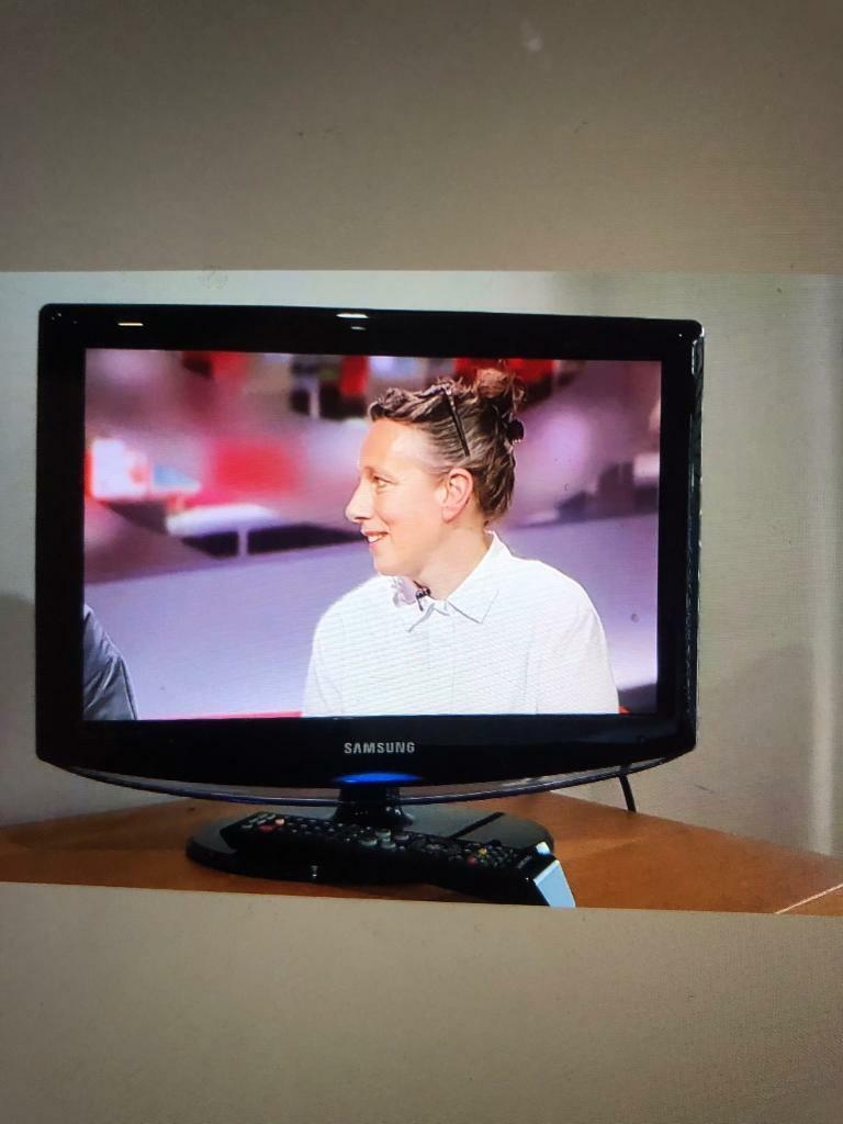 Samsung TV HD 19 inch | in Bath, Somerset | Gumtree