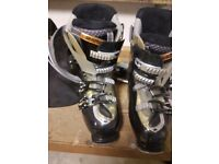 Saloman ladies ski boots