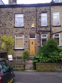Excellent large room available in shared house. All bills included