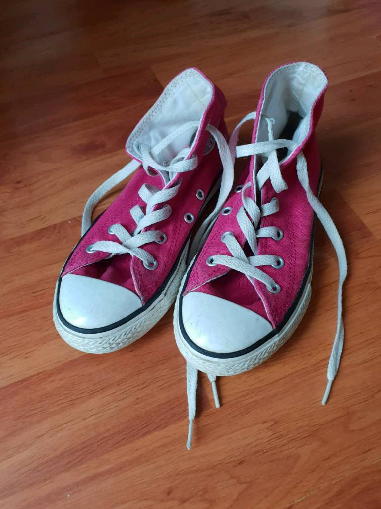 13746e05afae Girls size 13 pink Converse high top trainers
