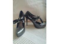 Carvella size 6 heels