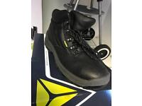 Safety boots size 9 steel toe