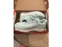 mint Nike air max trainers uk size 4